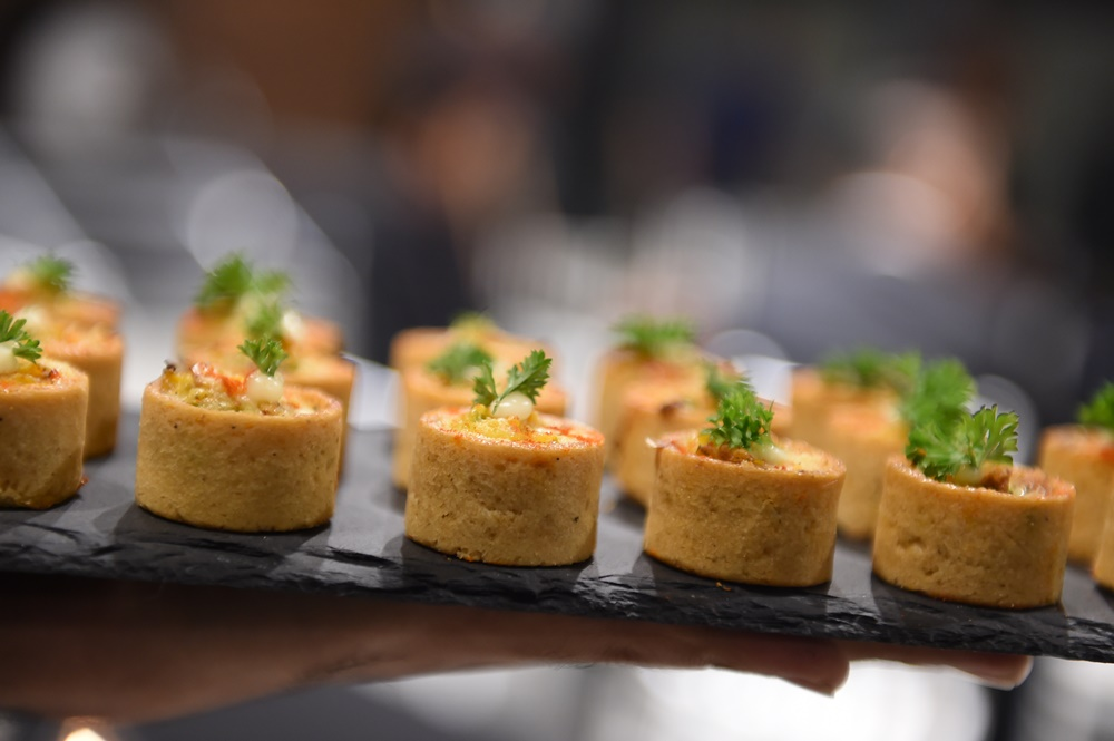 Canape food 24 catering kl 1 food catering services for Canape catering