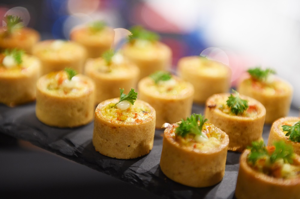 Canape food 25 catering kl 1 food catering services for Canape catering
